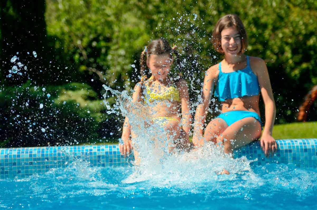 Children playing in a pool represent how a Lake Forest child custody attorney obtained custody of children.