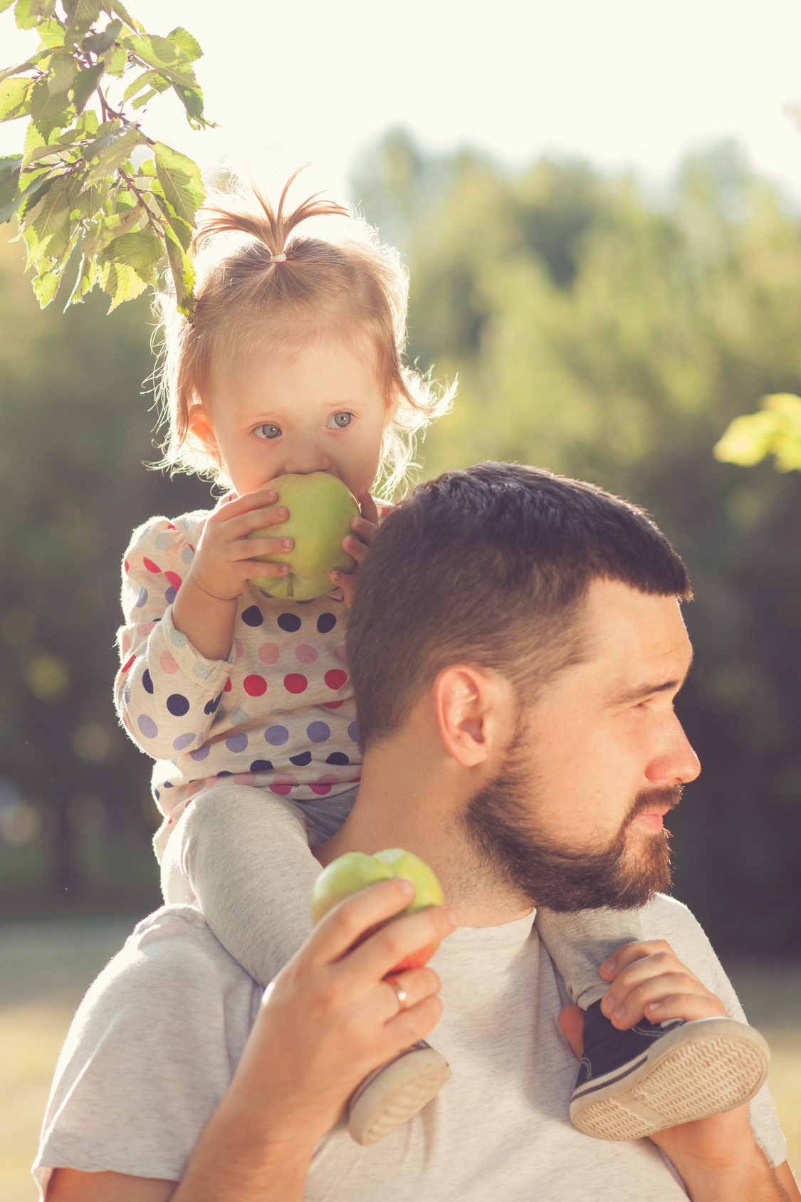 Father and toddler share time together and if you need a top paternity lawyer find one here in Chicago.