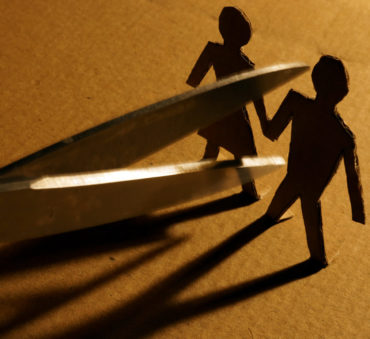 husband and wife separating concept for experienced divorce lawyers in lake forest
