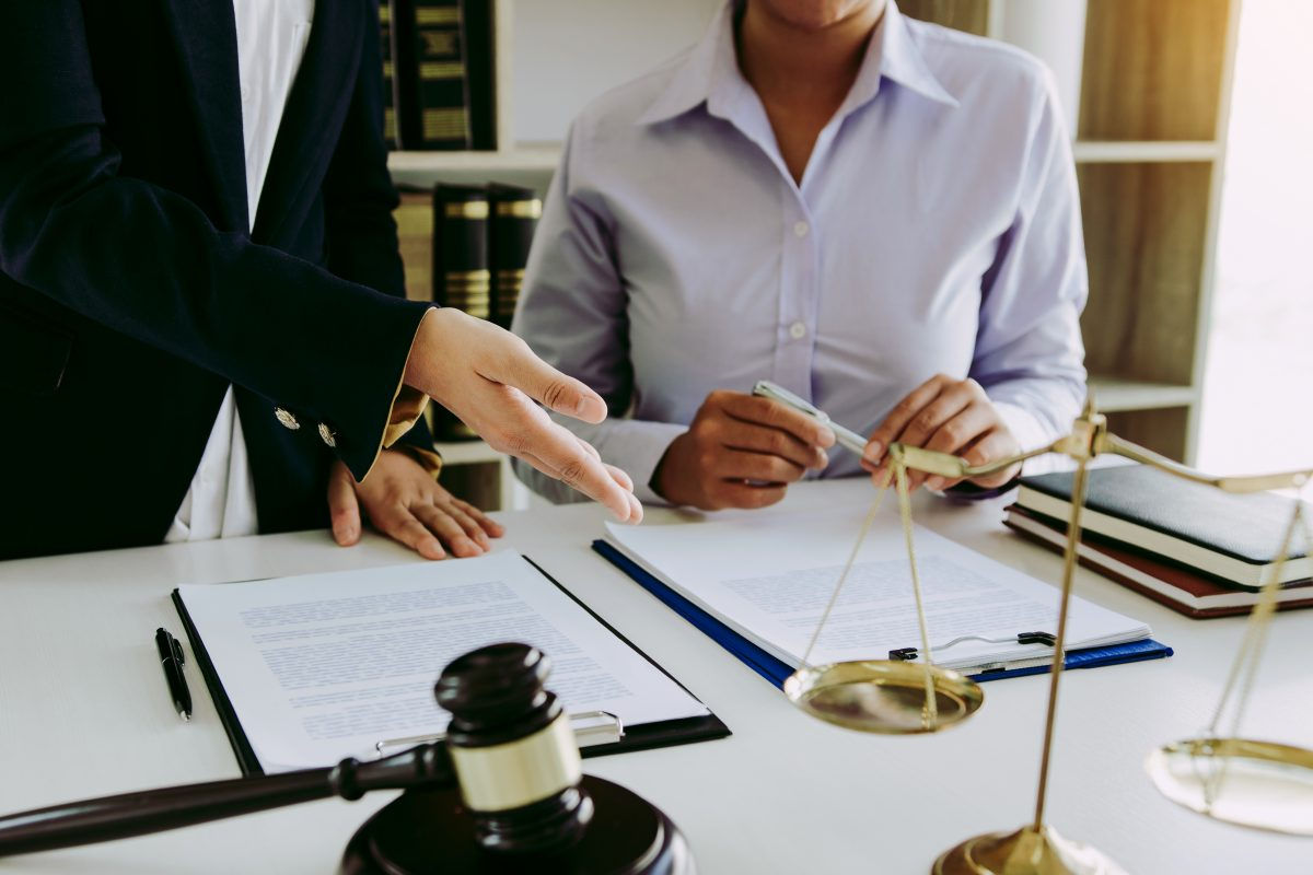 An attorney explaining the divorce process, you can depend our our experienced Chicago Divorce Attorneys.